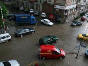 Mai multe zone ale municipiului Suceava au fost transformate de ploaia de ieri  în adevărate şenale navigabile