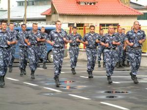 Bărbaţii care nu se prezintă la centrele militare în 6 luni de la împlinirea a 18 ani ar putea fi sancţionaţi