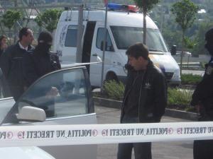Unul dintre tinerii reţinuţi de poliţiştii şi procurorii din cadrul structurilor de combatere a crimei organizate din judeţul Suceava