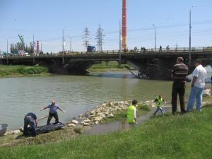 Corpul băiatului care s-a înecat lângă ştrand a ieşit la suprafaţă aproape de podul de lângă Bazar