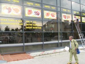 Un restaurant cu autoservire din centrul Suceavei acceptă tichetele de masă la plata consumaţiei
