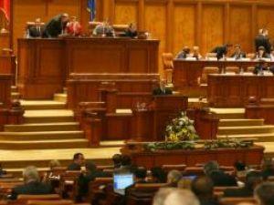 Premierul Emil Boc îşi asumă răspunderea, în numele Guvernului, în faţa Parlamentului, pe proiectele de lege privind Codul civil şi Codul penal. Foto: CAPP