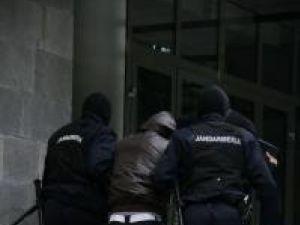 Pentru un individ în prezent dat dispărut procurorii vor solicita mandat de arestare în lipsă şi darea sa în urmărire generală