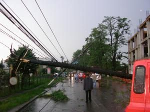 Prăpăd la Rădăuţi, după o furtună de 40 de minute