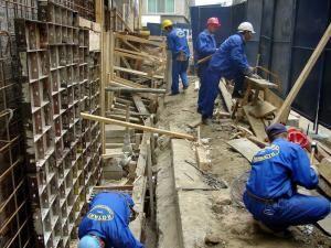 Firmele de construcţii se pregătesc să reia lucrările. Foto: MEDIAFAX