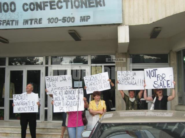 Protest al acţionarilor de la STAR MOD, la vânzarea fabricii