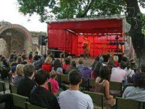 Concert folk în Cetatea Sucevei