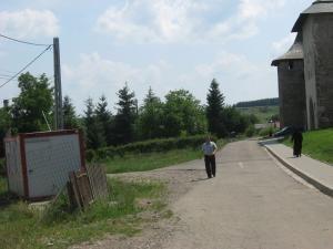 Şcoala din faţa Mănăstirii Probota