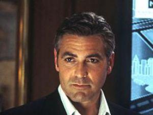 George Clooney va inaugura un cinematograf într-una din taberele de supravieţuitori din L'Aquila