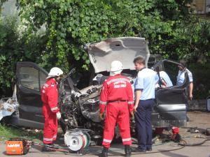 Microbuzul Renault, un morman de fiare după accident