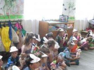 Rechizite şi dulciuri pentru viitorii şcolari de la Zvoriştea