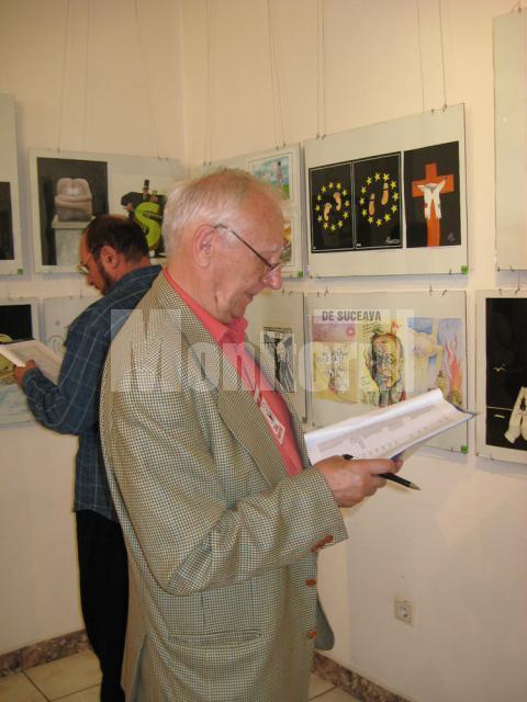 Vasile Crăiţă Mândră şi Radu Bercea la jurizarea lucrărilor de grafică satirică