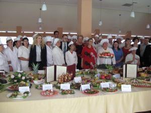 Şcoliţi în meseria de bucătar: Expoziţie culinară prezentată de 28 de şomeri suceveni