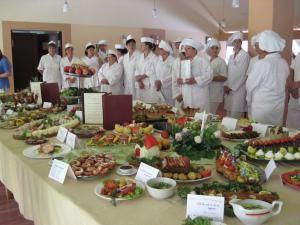 Expoziţia culinară realizată de absolvenţii cursului de bucătar