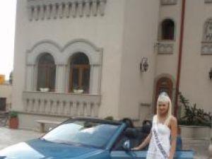 Miss Universe România 2009 îşi prezintă maşina la