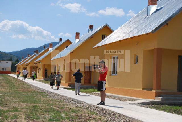 După inundaţiile din 2008: Şase familii sinistrate din Brodina s-au mutat în case noi