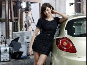 Olga Kurylenko, cea mai recentă Bond Girl, imaginea calendarului Campari