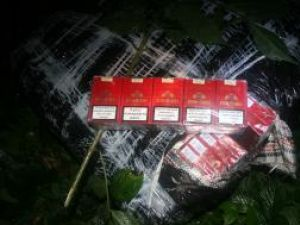"""Colete de culoare neagră care conţineau 3.509 pachete de ţigări marca """"Ronson"""" de provenienţă ucraineană"""