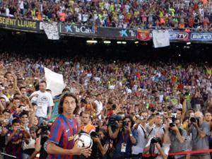 Zlatan Ibrahimovici a fost prezentat în faţa a 50.000 de spectatori. Foto: MEDIAFAX