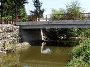 Investiţii: În Fălticeni a fost construit un pod nou peste râul Şomuzul Mare