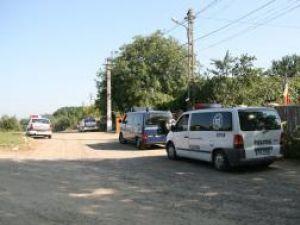 """Patru maşini de poliţie şi jandarmerie, în faţa casei """"Legionarului"""""""