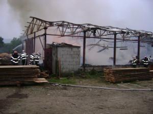 Incendiu: Gater din Râşca ars din temelii