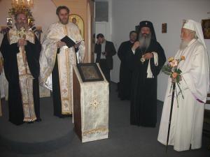 Mitropolitul Serafim (stânga) şi preotul Constantin Mihoc, în prezenţa IPS Teofan şi a regretatului Patriarh Teoctist