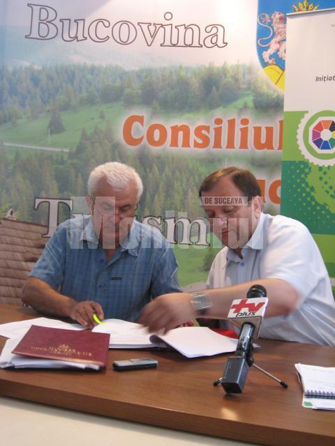 Preşedintele Consiliului Judeţean Suceava, Gheorghe Flutur, a semnat, ieri, contractul de execuţie a lucrărilor