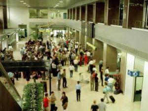 40 de persoane care au cumpărat bilete de la  Tarom pentru zborul Bucureşti – Suceava, lăsate fără avion. Foto: MEDIAFAX