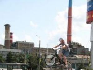 Senzaţii tari: Demonstraţie de ciclism trial, la Shhopping City Suceava