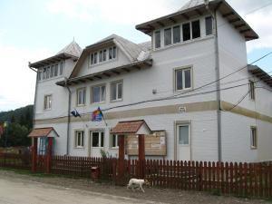 Sediul Primăriei şi Poliţiei Izvoarele Sucevei