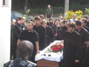 Flori, lacrimi şi doliu în familia Mihoc