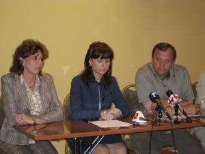 Secretarul de stat Doina Melinte, ministrul Tineretului şi Sportului, Sorina Plăcintă, şi preşedintele CJ Suceava, Gheorghe Flutur