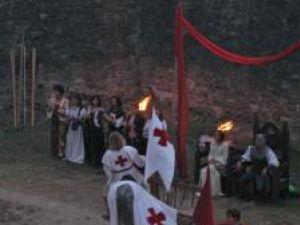 Cavaleri prezentând salutul în faţa regelui