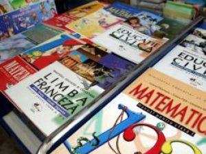 Manualele şcolare comandate de IŞJ vor ajunge cu întârziere la elevi