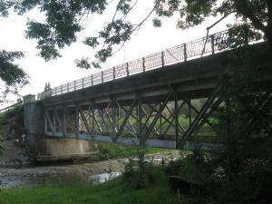 Pod metalic şi canton, construite de italieni la Mălini