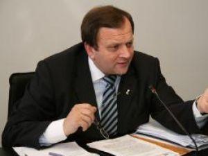 Flutur obţine promisiunea lui Berceanu de a menţine în circulaţie trenurile Intercity Suceava-Bucureşti