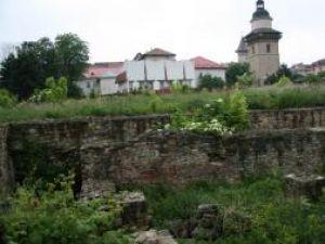 Ruinele vechii Curţi Domneşti vor fi salubrizate