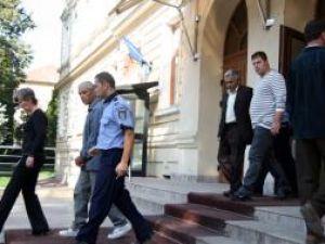 Plasatorii de valută falsă din Fălticeni rămân în arest pentru următoarele trei săptămâni