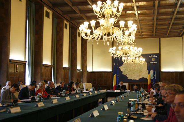 Guvernul se reuneşte şi astăzi pentru discutarea legii salarizării unitare. Foto: CAPP