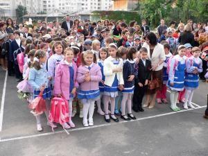 La Fălticeni, aproape opt mii de elevi au început noul an şcolar