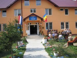 """Centrul """"Visătorii"""" a fost refăcut după incendiul din luna mai"""