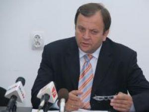 Gheorghe Flutur a cerut firmei care a modernizat DN 17, pe porţiunea de pe Mestecăniş, să toarne urgent un nou covor asfalt
