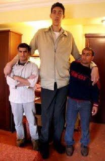 Cel mai înalt om din lume, turcul Sultan Kösen