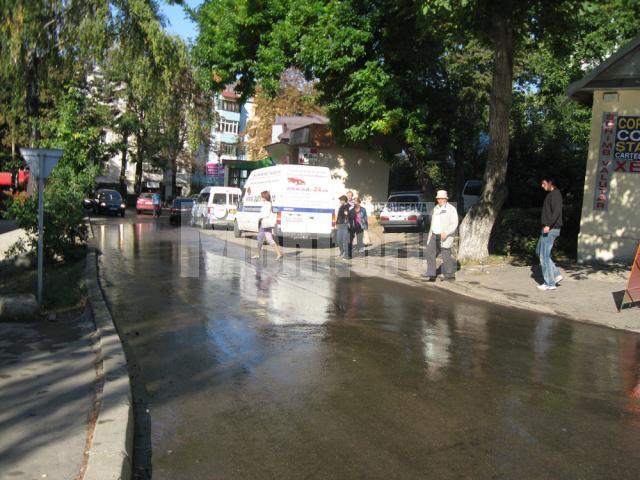 Stradă inundată după o lucrare ISPA recent finalizată