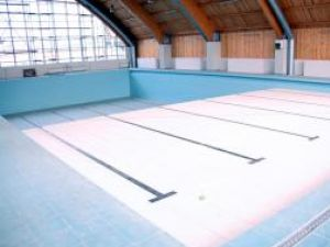 Amenajare: Bazinul de înot al universităţii va fi deschis în octombrie