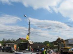 În centrul Sucevei, din patru benzi de circulaţie, au mai rămas deschise doar două