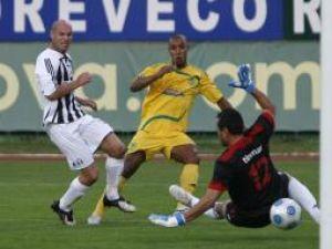 William Gerlem, de la FC Vaslui, înscrie un gol în meciul cu CS FC Astra Ploieşti. Foto: LIVIU CHIRICA / MEDIAFAX FOTO