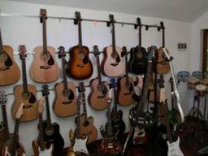 Deschiderea magazinului a fost un adevărat eveniment pentru sucevenii pasionaţi de muzică