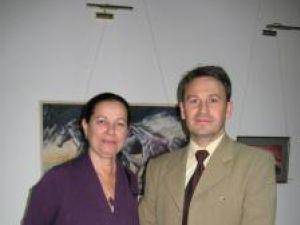 Artiştii expozanţi Pusa Pîslaru şi Iulian Asimionesei